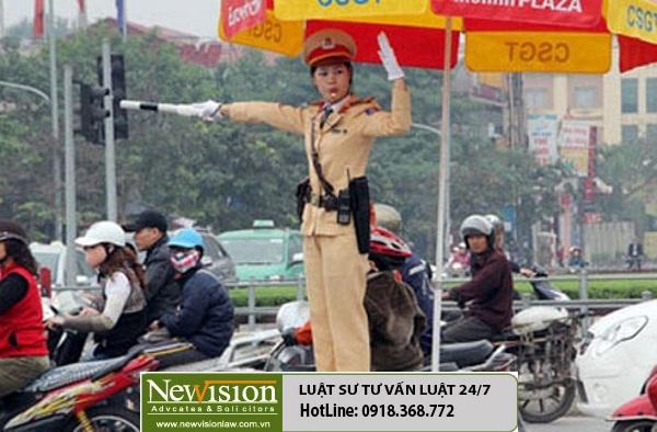 Người dân có quyền giám sát cảnh sát giao thông đến mức nào?