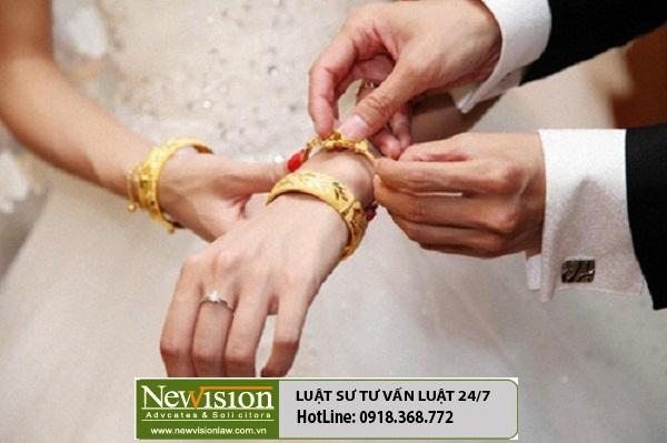 Khi ly hôn thì con dâu bị mẹ chồng đòi lại vàng quà cưới