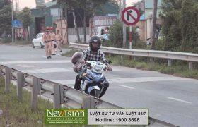 Tránh Cảnh sát giao thông và tông vào người đi đường thì phạm tội gì ?