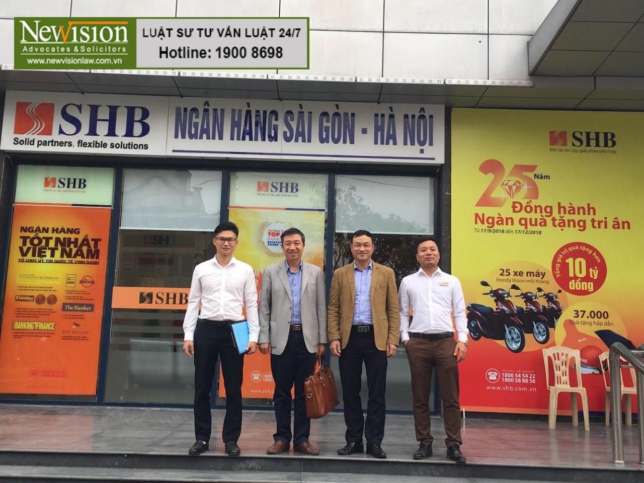 Ảnh: Các luật sư Công ty Luật TGS làm việc với ngân hàng SHB-chi nhánh Thái Bình